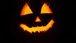 暗闇で照らされるかぼちゃ