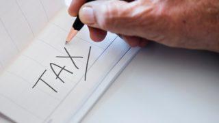 手帳に書かれた税金の文字