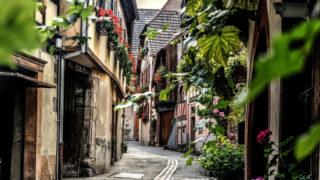 狭い道の住宅街