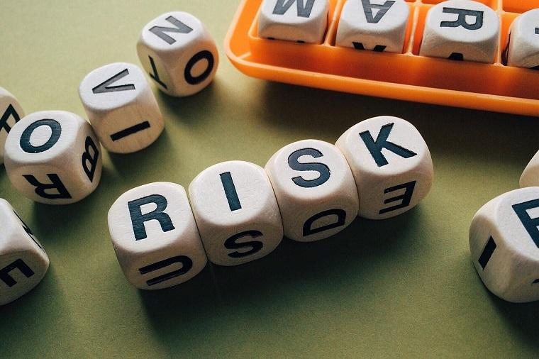 ブロックで作られたリスクの文字