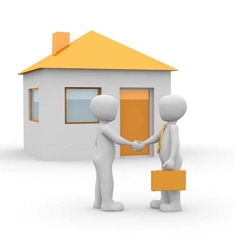 不動産売買が成立し握手する人々